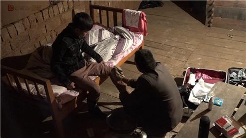 变形计父爱无言感动凌明乾薛浩呈农村生活初体验遭遇不适应